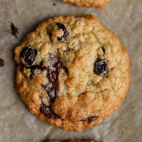 vegan oatmeal and raisin cookie