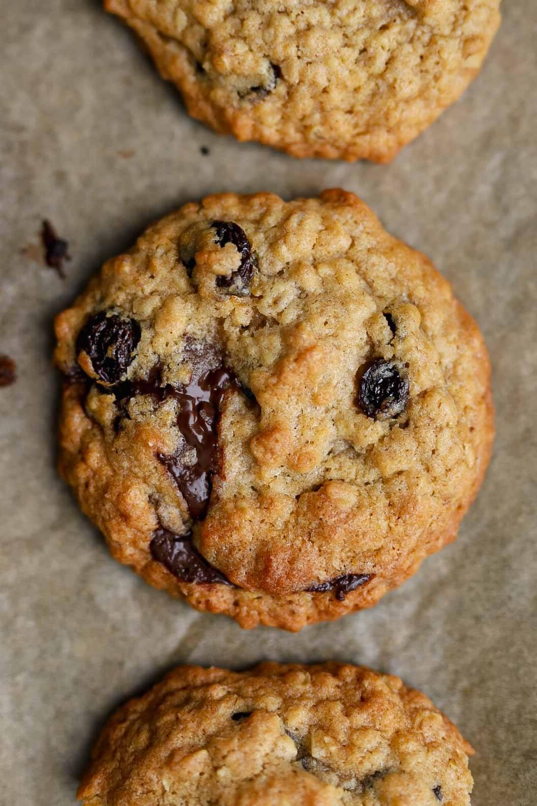 vegan oatmeal and raisin cookie